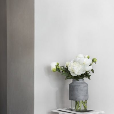 Menu - Willmann Vase Grey Concrete in Setting